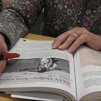 Maija Sarakontu tähtää kahden muun itsenäisesti opiskelevan kanssa kevään ylioppilaskokeisiin.