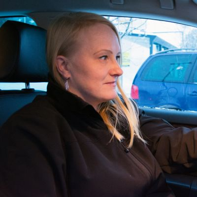 Taksin kuljettaja Niina Rusanen.