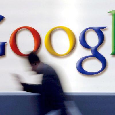 Googlen logo talon seinässä.