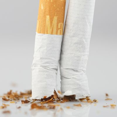 Keskeltä halkaistu tupakka