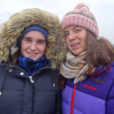 Moskovalaiset Alesia Tretojekova ja Daša Anahiva ovat 16-vuotiaita ystävättäriä.