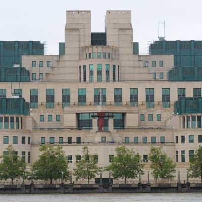 Britannian tiedustelupalvelun päämaja MI6 Thamesin rannalla Lontoossa.