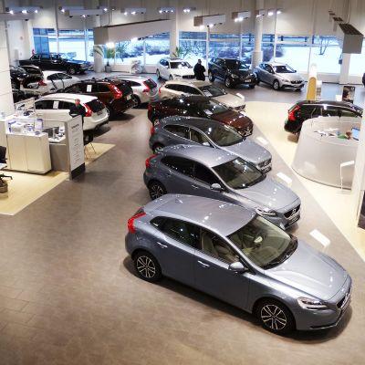 Autokauppa Kaivokselassa.