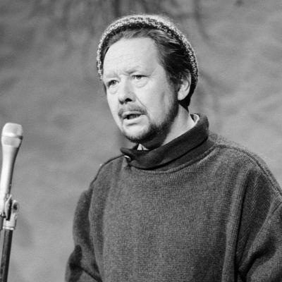 Näyttelijä Lasse Pöysti Ylen studiossa vuonna 1970.