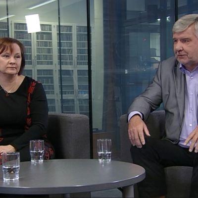Kansanedustajat Anne Kalmari (kesk.) ja Toimi Kankaanniemi (ps.).