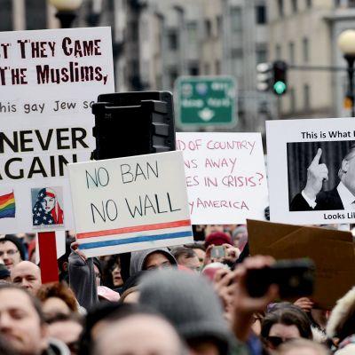 Donald Trumpin vastainen mielenosoitus Bostonissa