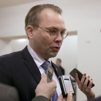 Puolustusministeri Jussi Niinistö eduskunnassa 8. helmikuuta 2017.