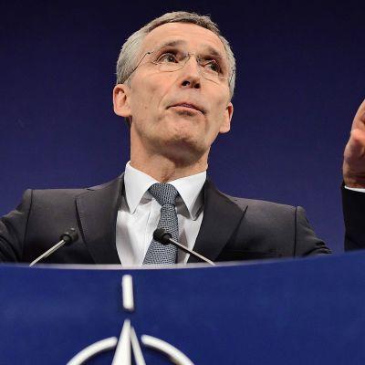 Katso suorana: Trumpin puolustusministerin ja Nato-johtajan tiedotustilaisuus