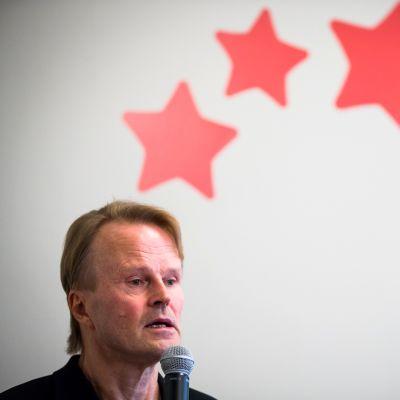 Historioitsija Juha Siltala julkaisi uuden kirjansa Keskiluokan nousu, lasku ja pelot tänään.