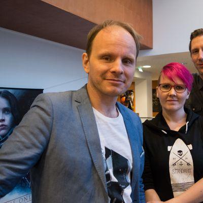 Dome Karukoski, Noora Limnell ja Pekka Strang yhteiskuvassa.