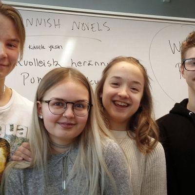 Viitaniemen 9C –luokan oppilaat Jyväskylässä ovat tyytyväisiä elämäänsä.