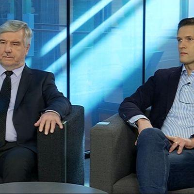 Toimi Kankaanniemi (ps.) ja Sinuhe Wallinheimo (kok.) Yle Jyväskylän Nettistudiossa.