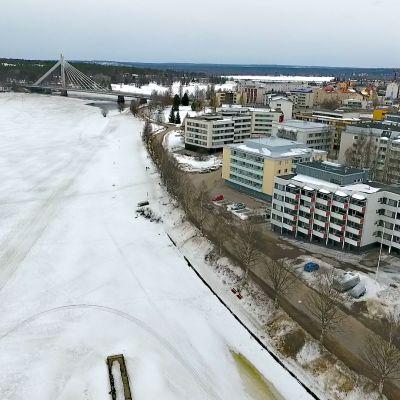 Kemijoki jäässä Rovaniemellä 26.4.2017