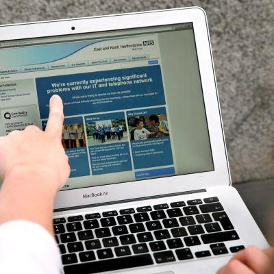 Kuva Britannian NHS:n (National Health Service) East and North Hertfordshire -sairaanhoidon nettisivuilta kyberhyökkäyksestä 12. toukokuuta.