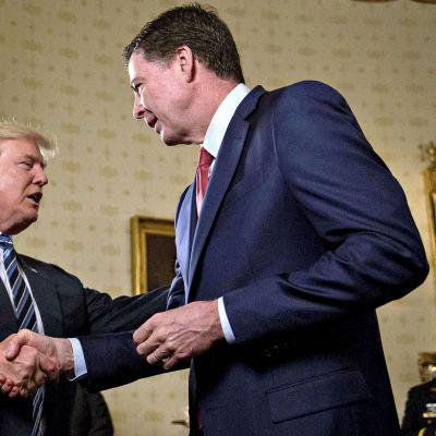 Trump ja Comey kättelevät
