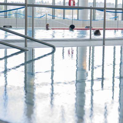 uimareita uima-altaassa