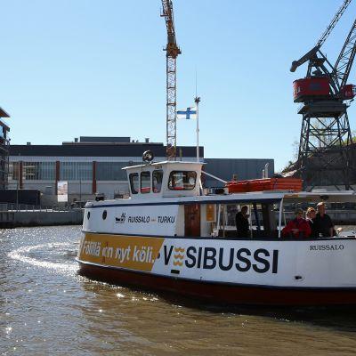 Yle Uutiset Lounais-Suomi: Vesibussilla Turun keskustasta Ruissaloon, katso miltä matka Fölillä näyttää
