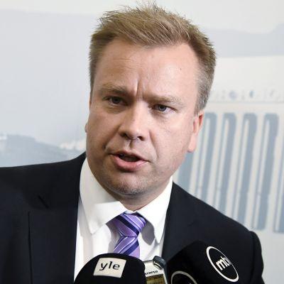 Keskustan eduskuntaryhmän puheenjohtaja Antti Kaikkonen