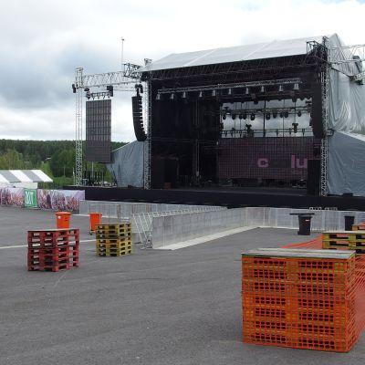 Himoksen juhannusfestivaalin esiintymislava.
