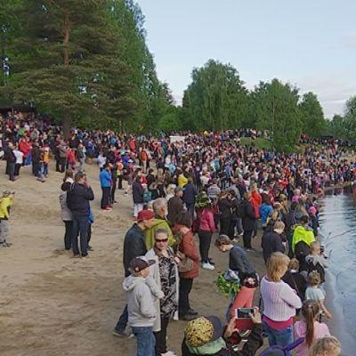 Rovaniemen juhannusjuhla Ounaskosken uimarannalla.