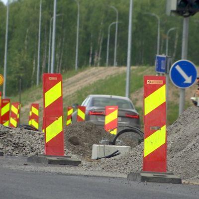 Oulun seudulla on poikkeuksellisen vilkas tietyökesä, kun töitä tehdään kolmella valtatiellä.