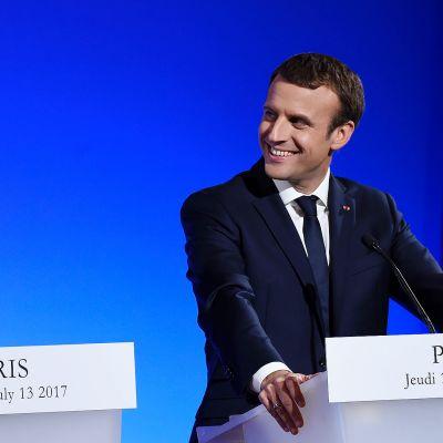 Donald trump ja Emmanuel Macron lehdistötilaisuudessa Pariisissa.