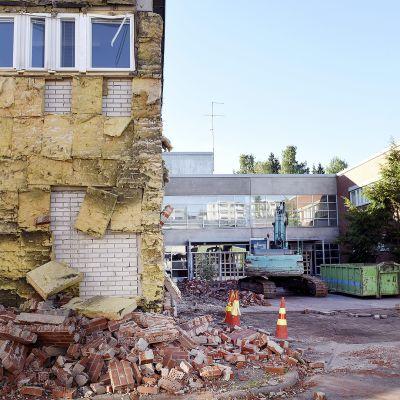 Kirstin koulu yöllisen tulipalon jälkeen Espoon Suvelassa sunnuntaina.