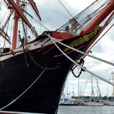 Suuret purjelaivat lipuvat Turkuun