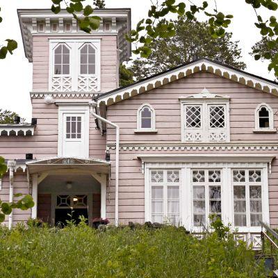 Hotelli Punkaharju on alunperin rakennuttanut tsaari Nikolai II vuonna 1843.