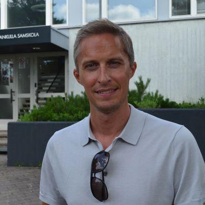 Andreas Bäckman är historielärare i gymnasiet i Grankulla.