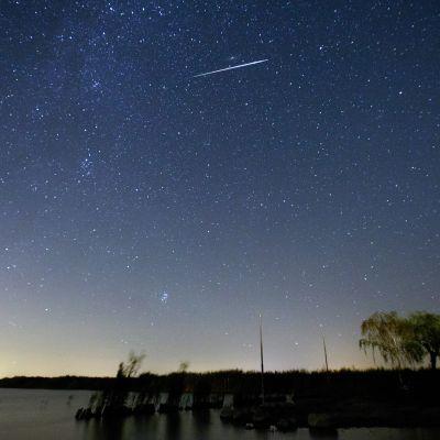 Perseidi kuvattuna öisellä taivaalla Neusiedlerseen alueella Itävallassa 12. elokuuta 2016.