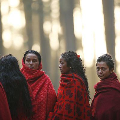 Nepalilaisia naisia Changunaryan kylässä helmikuussa 2017.