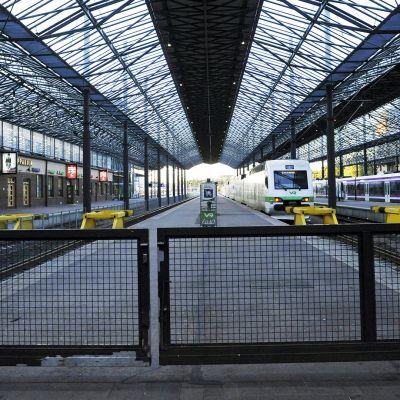 Rautatieasema lakkoaamuna.