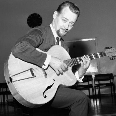 Heikki Laurila Fabianinkadun radiotalon studiossa 12.08.1964