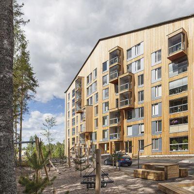 Puukerrostalo Jyväskylässä.