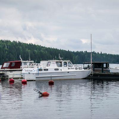 Veneitä Häyrylänranta campingin rannassa.