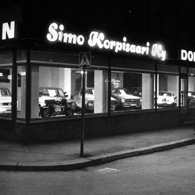 Autokauppa Tampereella 1970-luvulla.