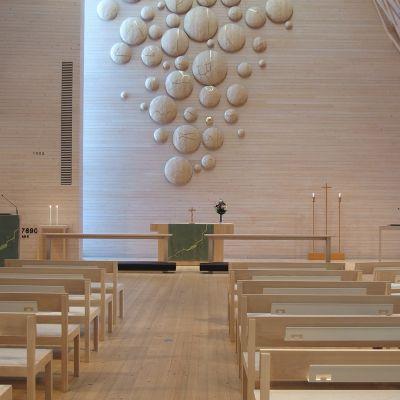 Kuokkalan kirkon kirkkosali.