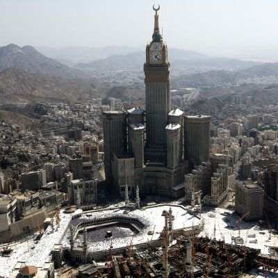 Royal -hotellin kellotorni Mekassa.