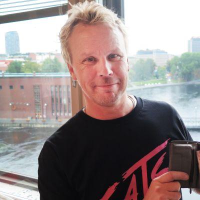 Janne  Mäkelä ja kadoksissa ollut ajokortti