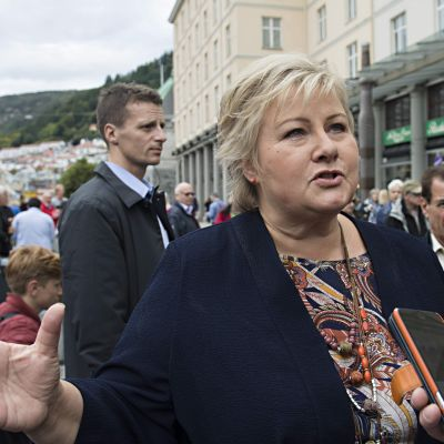 Pääministeri ja Norjan Konservatiivipuolueen johtaja Erna Sohlberg puhui lehdistölle Bergenissä 8. syyskuuta.