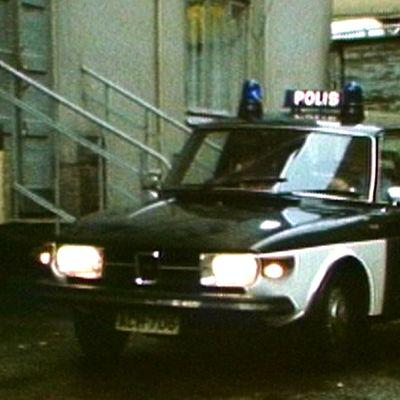 Vanha poliisiauto 70-luvulta