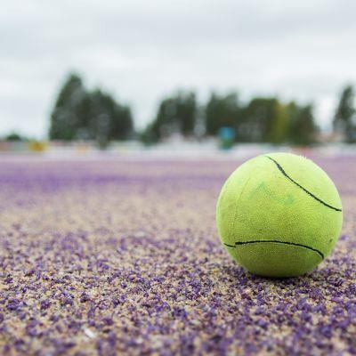Pesäpallo kentällä.