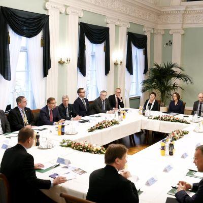 Helsingin pormestari Jan Vapaavuori tapasi Suomen 21 suurimman kaupungin johtoa suurten kaupunkien tapaamisessa Helsingin kaupungintalolla torstaina 5. lokakuuta 2017.
