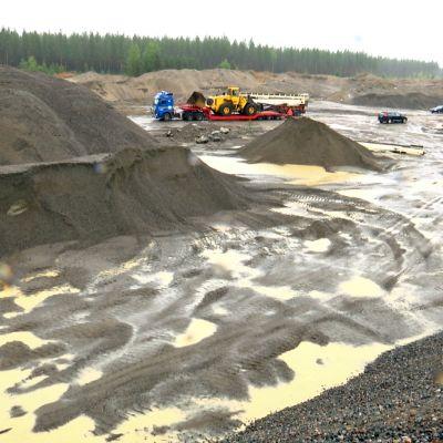 Metsähallitus myi jo tyhjennetyn soramontun Pyhäjärvellä.