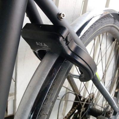 Polkupyörän musta runkolukko