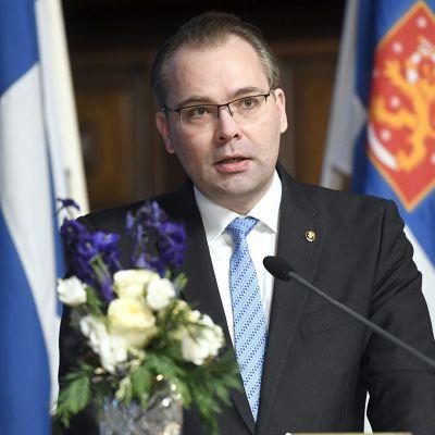 Puolustusministeri Niinistö isännöi puolustusministerikokousta