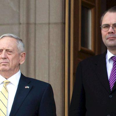 Suomen ja Yhdysvaltain puolustusministerit tapaavat