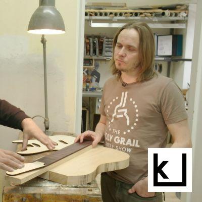 Jonni Roos ja Juha RUokangas keskustelevat kitaraverstaalla.