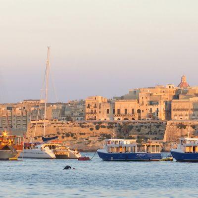 Veneitä Vallettan satamassa.